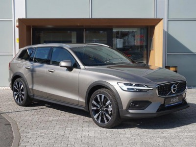 Operativní leasing - Volvo V60 Cross Country Pro