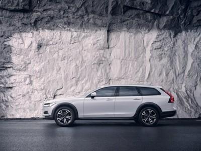 Operativní leasing - Volvo V90 Cross Country Pro MY22